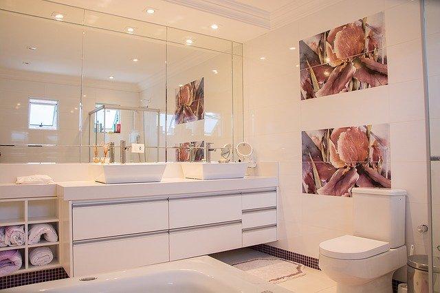Ciekawe pomysły, które warto zastosować podczas aranżacji małej łazienki