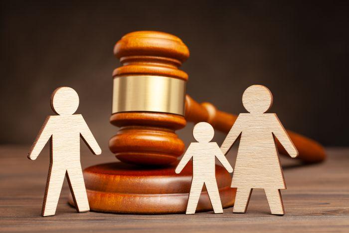 Kto przejmuje opiekę nad dzieckiem po rozwodzie?